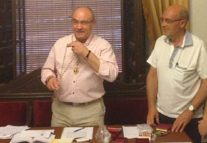 Almagro Alberto Aparicio toma posesión como presidente de la Junta de Hermandades
