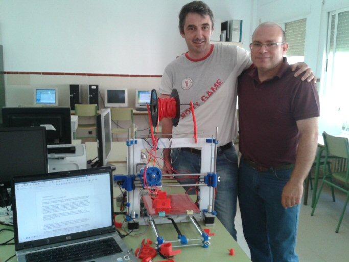 Dos profesores de Calzada de Calatrava crean una impresora 3D