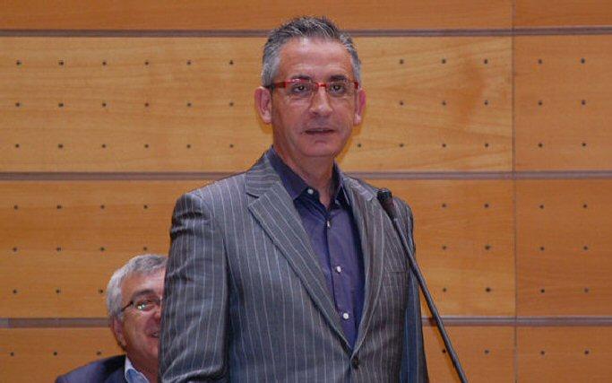 Jesús Martin pide al ministro que modifique la ley para evitar que se construya una gasolinera cerca de un colegio