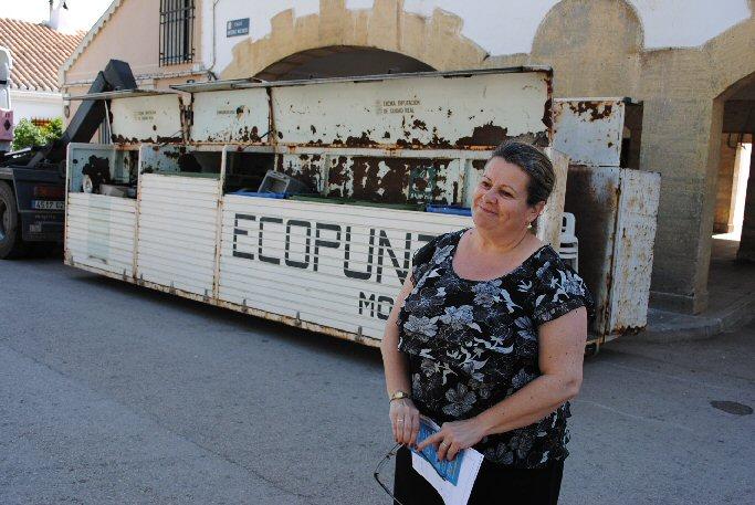 Valdepeñas El barrio de Consolación y El Peral cuentan desde hoy con un 'Eco-Punto Móvil'