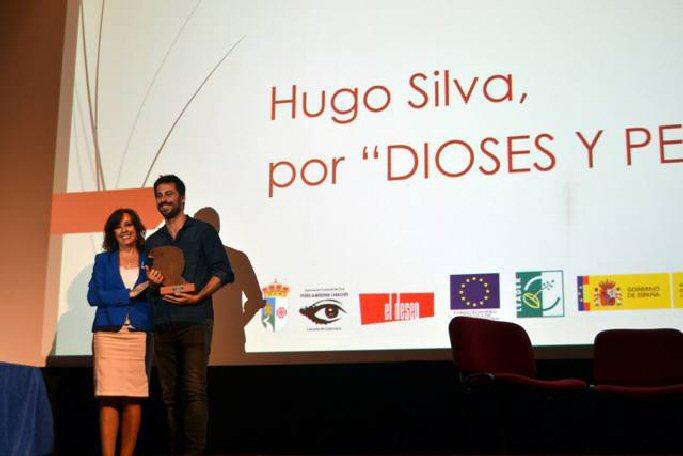 Festival de Cine de Calzada de Calatrava Hugo Silva recoge el premio al mejor actor por su película Dioses y perros