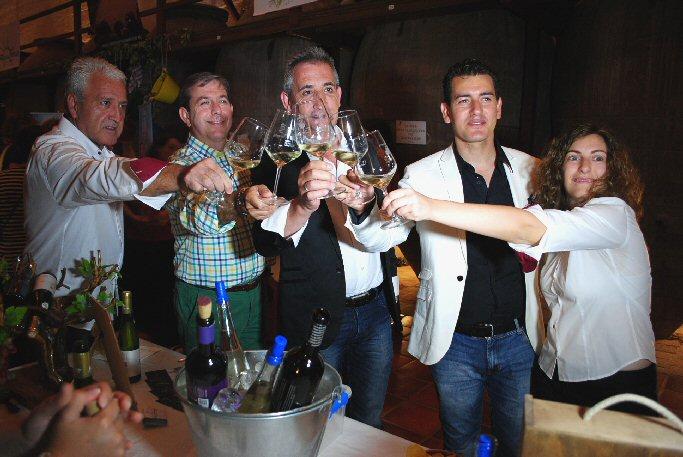 """Valdepeñas Jesús Martín inauguró en la Bodega Los Llanos el """"XV Túnel del Vino"""""""