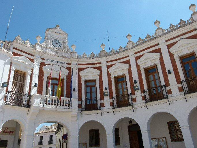 El Ayuntamiento de Manzanares abre bolsas de auxiliar administrativo y de técnico de promoción económica