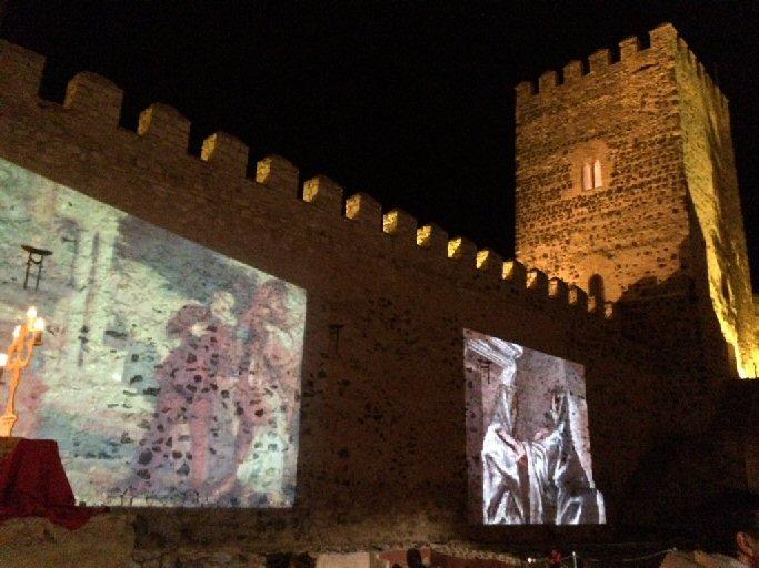 El Castillo de Bolaños realiza visitas nocturnas en honor a El Greco con proyección de sus obras