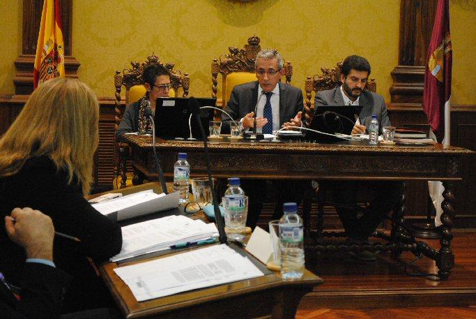 El pleno de Ayuntamiento de Valdepeñas aprueba la subasta que permitirá el ahorro de 1.113.000 euros de intereses en el pago a proveedores