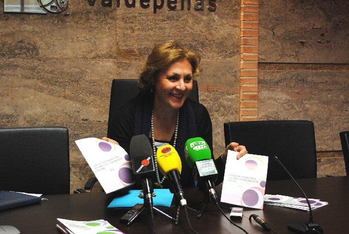 El Ayuntamiento de Valdepeñas edita dos guías de recursos sobre violencia de género para víctimas y profesionales