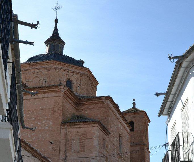 Almagro Retiran el nido de cigüeña de la parroquia de San Bartolomé El Real