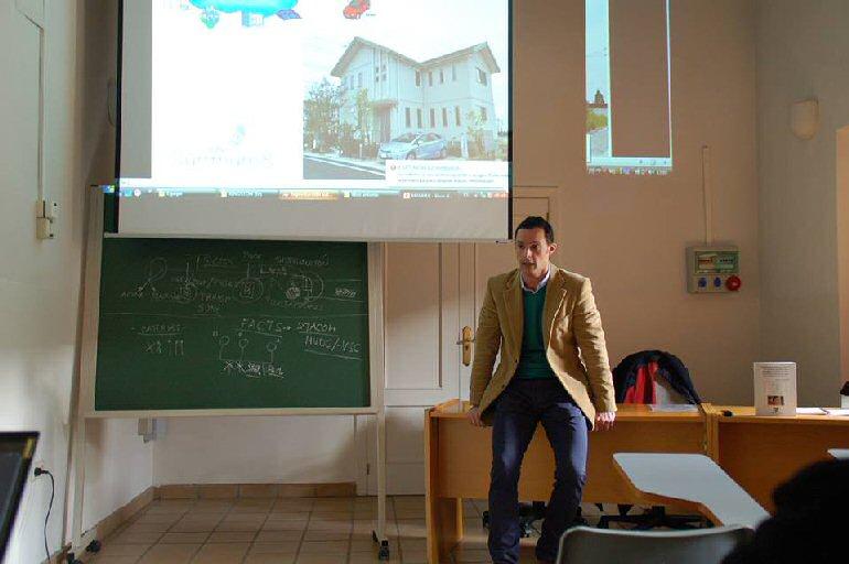 Almagro Antonio de la Rubia presentó su libro sobre investigación en el campo de la red eléctrica