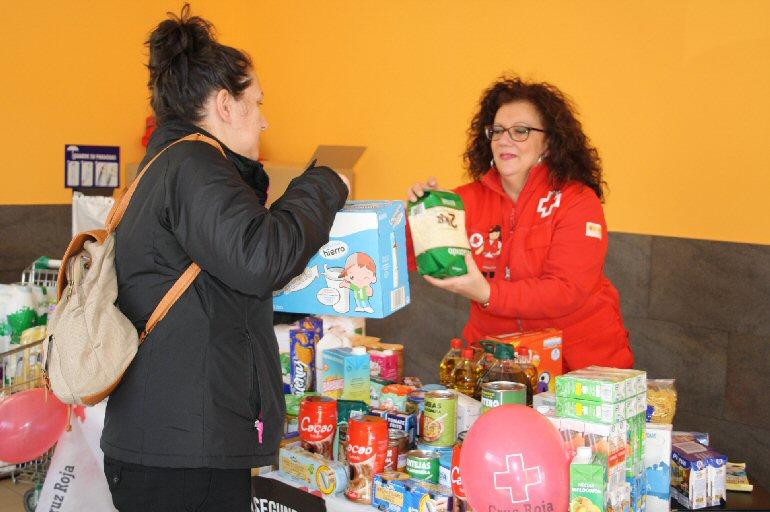 Cruz Roja Valdepeñas recogió más de tres mil quinientos kilos de alimentos durante la semana pasada