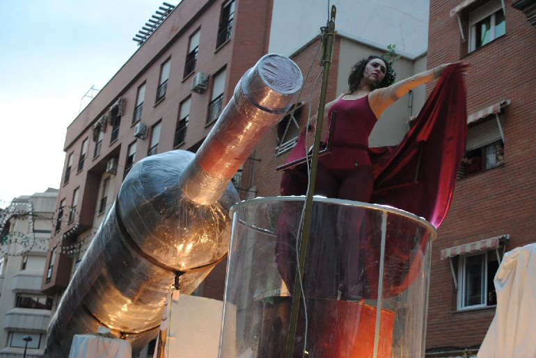 Valdepeñas 'El Quijote' de la Asociación Cultural Cartón y Silicona de Infantes se llevaron el primer permio del XXXIV Concurso Regional de Carrozas con Comparsa