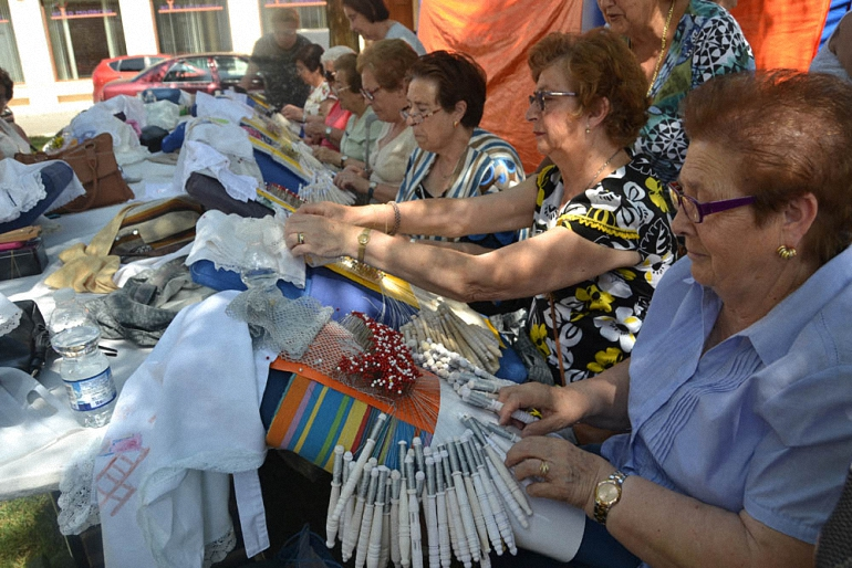 Almagro celebró el XXI Encuentro Nacional de Encajeras con una notable participación