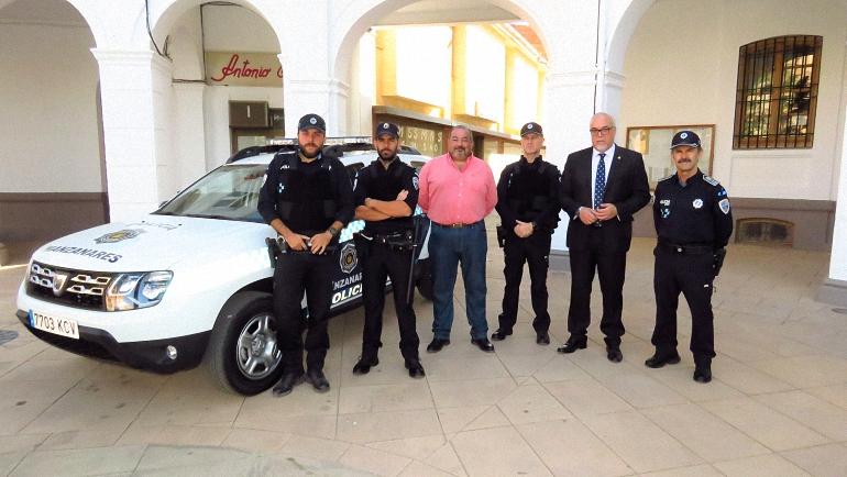 Manzanares La Policía Local estrena nuevo todoterreno y chalecos antibala en su equipación