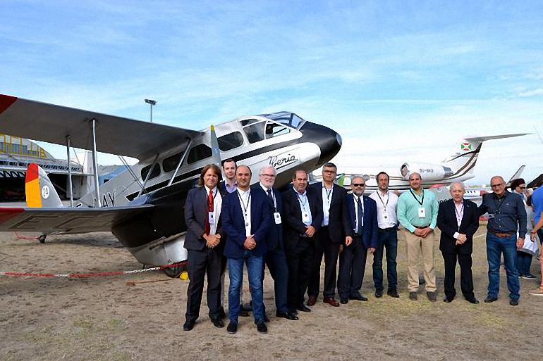 Alcaldes del Campo de Calatrava y representates de la Diputación y Junta, gestionan la creación de una exposición de aviones históricos en el Aeropuerto de Ciudad Real