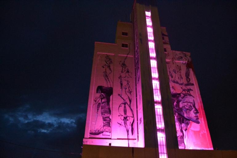 Almagro El Silo se ilumina de color rosa en homenaje al Día Mundial del Cáncer de Mama