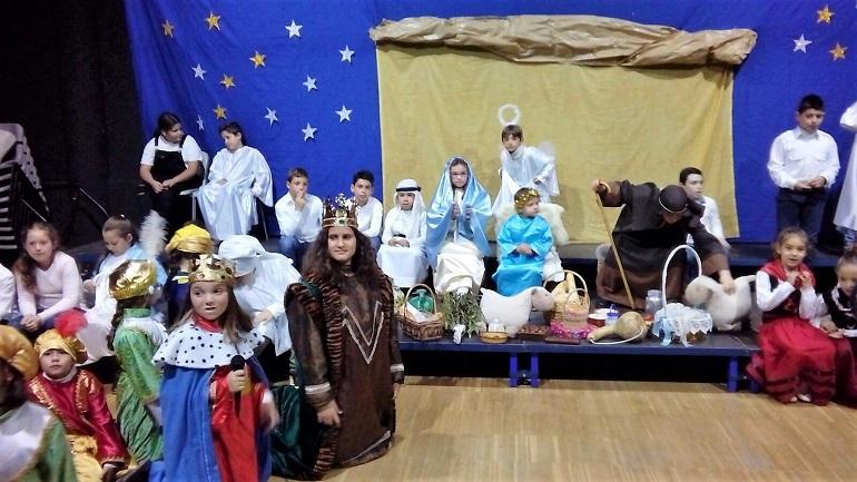 Aldea del Rey El CEIP Maestro Navas celebra su festival para inaugurar la Navidad 2017