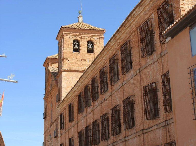 Almagro La Concejalía de Obras realiza obras de prevención y seguridad en la fachada del antiguo colegio de los Jesuitas
