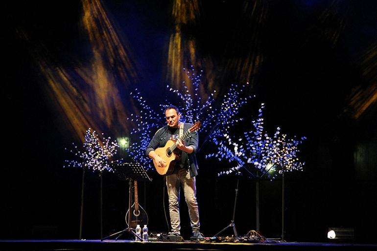 almagro-ismael-serrano-y-judith-mateo-llenaron-la-plaza-almagrena-de-luz-y-sonido-dentro-del-programa-conciertos-en-la-plaza