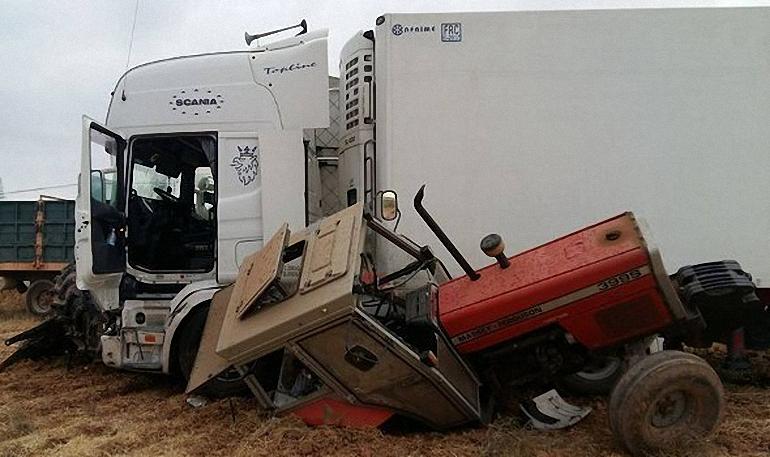 daimiel-un-trailer-colisiona-con-un-tractor-de-la-vendimia