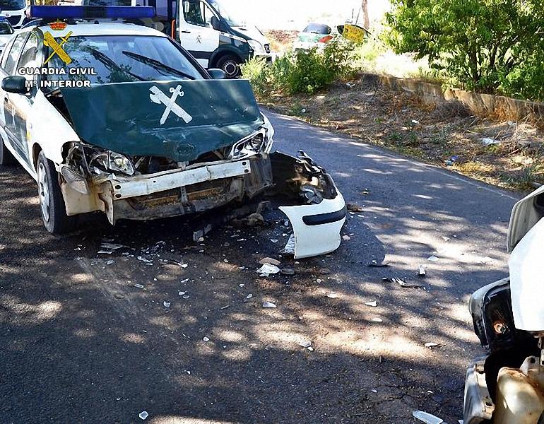 Manzanares Detenido tras embestir con su furgoneta al vehículo oficial de la Guardia Civil