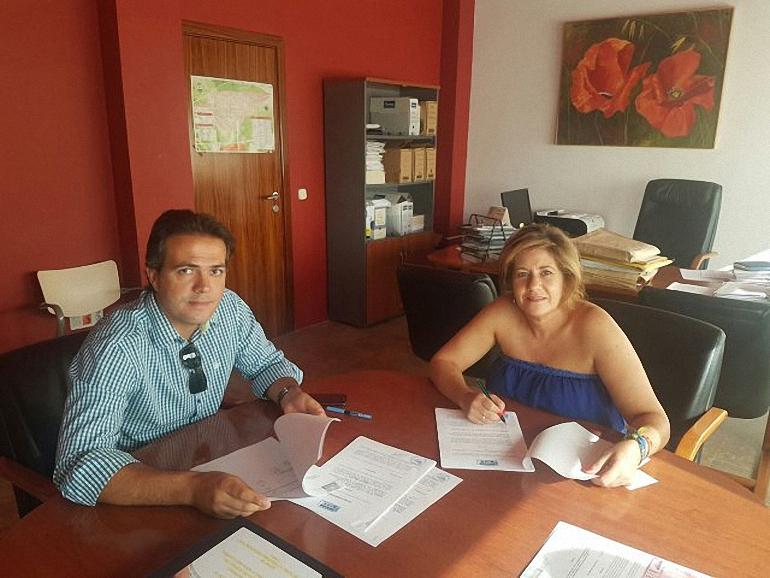 torralba-de-calatrava-firma-el-contrato-de-la-gestion-de-ayuda-a-domicilio-con-la-empresa-ferrovial-servicios
