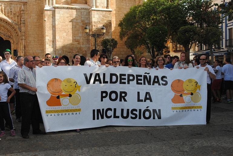 valdepenas-mas-de-800-participantes-en-la-i-marcha-por-la-inclusion