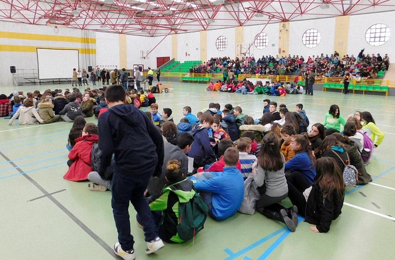 alumnos-de-almagro-y-otras-localidades-de-la-provincia-se-reunen-en-daimiel-en-un-acto-de-sensibilizacion-contra-la-violencia-de-genero
