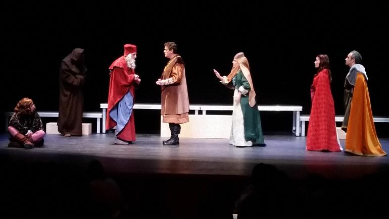 almagro-domingo-de-teatro-con-el-estreno-de-la-venganza-de-don-mendo-por-la-compania-del-corral-de-comedias-en-el-teatro-municipal