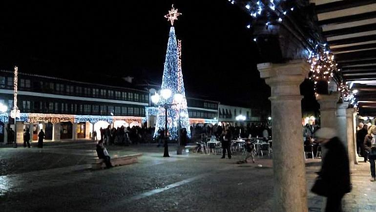 almagro-se-iluminara-de-navidad-este-viernes-con-el-encendido-del-tradicional-arbol-de-la-plaza-mayor-y-la-inauguracion-del-belen-municipal