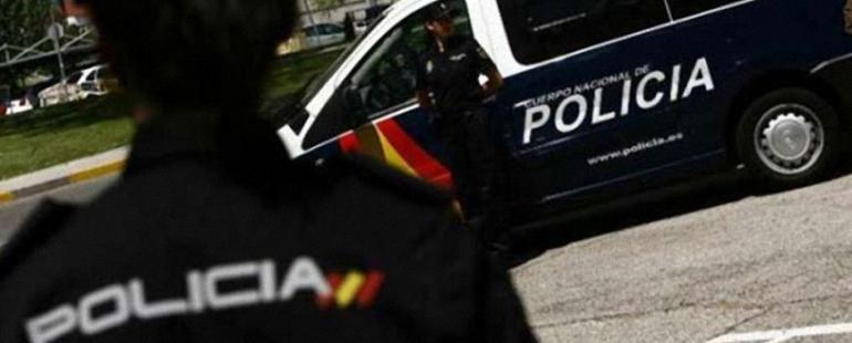 ciudad-real-la-policia-nacional-salva-la-vida-de-una-anciana-saltando-desde-un-balcon-para-acceder-a-su-vivienda