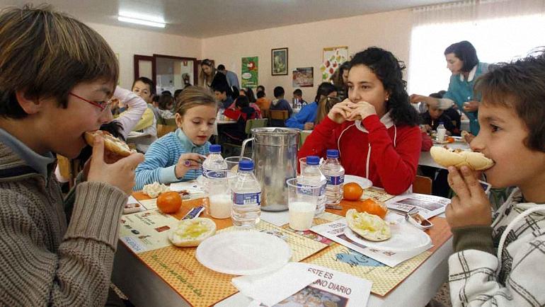 la-junta-abrira-los-comedores-escolares-esta-navidad-para-atender-a-mas-de-tres-mil-alumnos-en-situacion-desfavorecida