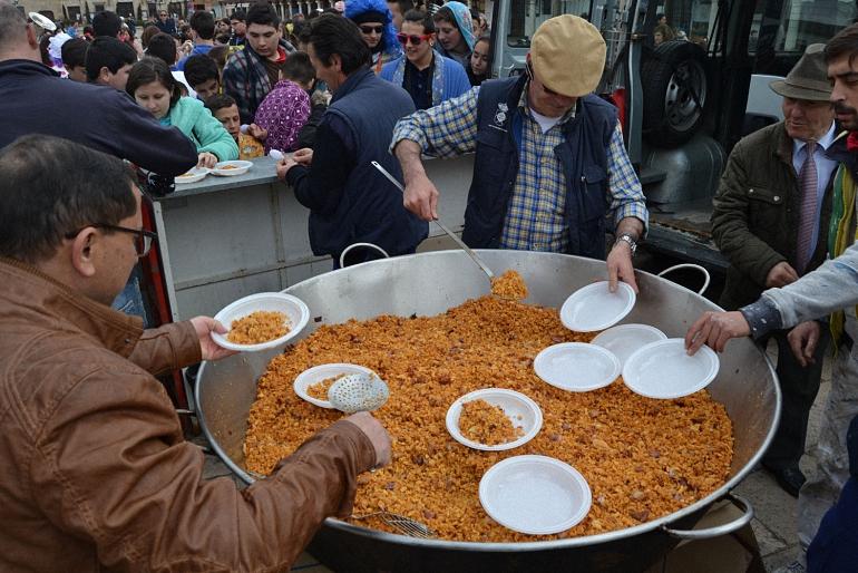 Almagro degustó unas suculentas migas para celebrar el lunes de carnaval