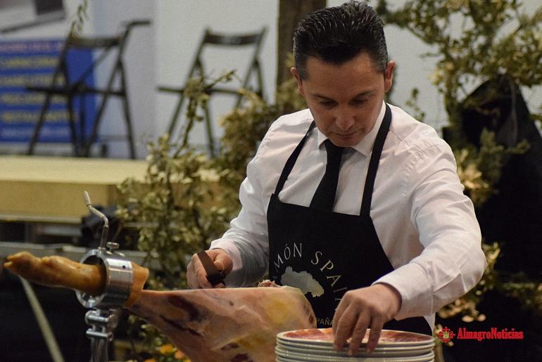 Valdepeñas El II Concurso de Cortadores de Jamón triunfó en el novedoso y espectacular I Festival Gastronómico y Cultural Jamón Spain