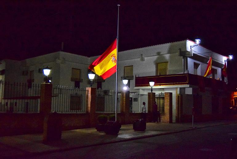 Pozuelo de Calatrava La bandera nacional ondea a media asta en señal de duelo desde el pasado Jueves Santo