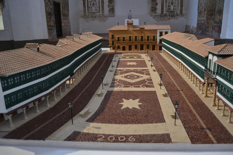 Almagro La evolución de la Plaza Mayor en una muestra que se expone en la Iglesia de San Agustín hasta el próximo 11 de Junio