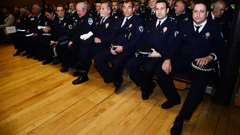 Almagro Los miembros de la Policía Local reciben las condecoraciones al reconocimiento a su servicio