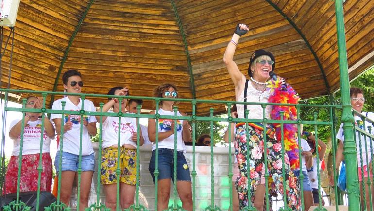 Manzanares se vistió con la bandera arco iris para reclamar el respeto a la diversidad