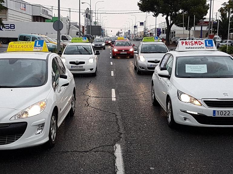 Las autoescuelas de la provincia se manifiestan contra la huelga de examinadores