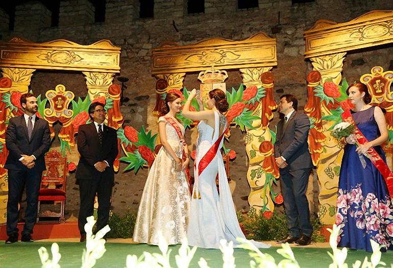 Bolaños inaugura sus fiestas patronales con la coronación de la reina y damas en el Castillo de Doña Berenguela