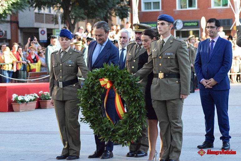 Ciudad Real Más de mil personas asisten a un simbólico acto de homenaje a la Bandera de España