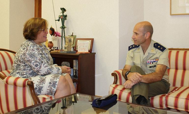 Olmedo y Galvañ reafirman la colaboración mutua entre el Gobierno de Castilla-La Mancha y la Base de helicópteros de Almagro